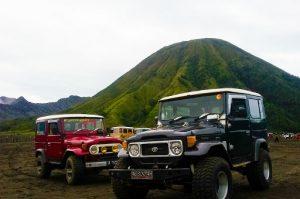 Jeep Dengan Pemandangan Gunung Batok Bromo 085785081124 Harga Sewa Jeep Di Gunung Bromo